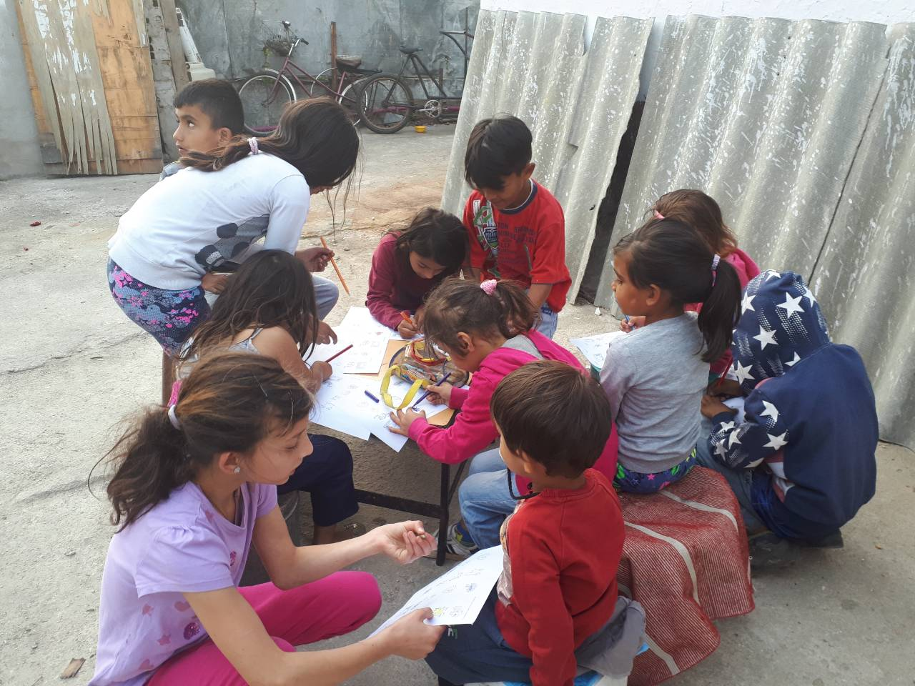 RomaTimes News - About 700 unregistered Roma children will receive